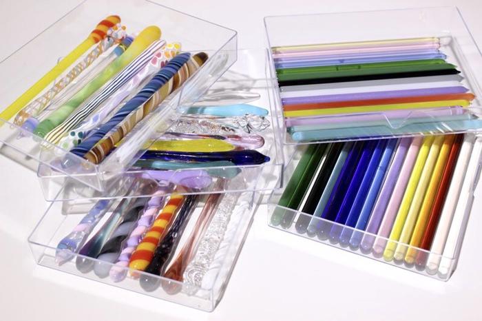 ガラスペン体験の持ち手は、スタッフが楽しみながらいろいろなデザインをご用意しています。